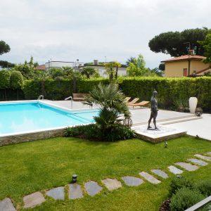 bordo piscina, Travertino Classico per le terrazze, Bianco Carrara per il bordo vasca
