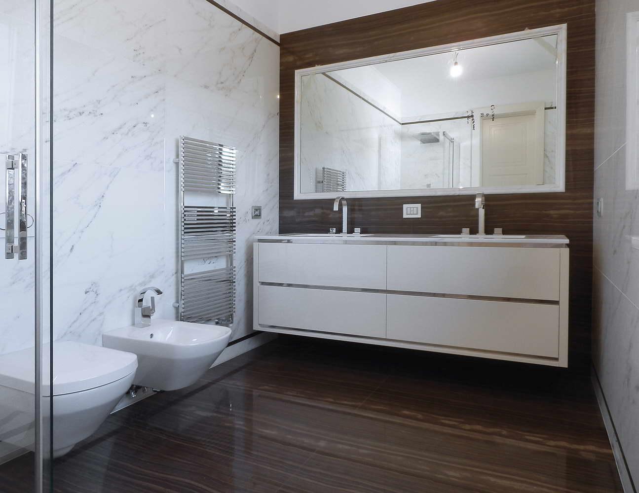 bagno in marmo Tobacco Brown e Statuario Venato - 3