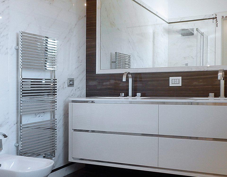bagno in marmo Tobacco Brown e Statuario Venato