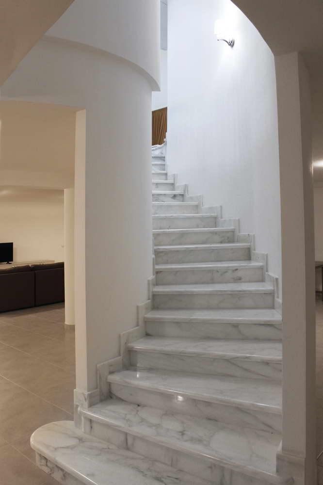 Super Progettazione e Realizzazione Scala in Marmo Bianco in Villa a  OE23